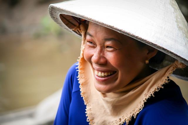 Vietnam - Frau lächelt